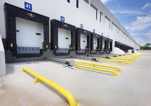 Equipamiento de naves industriales equipo para anden - Puertas para naves industriales ...
